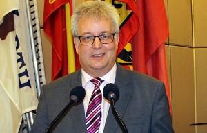 Machte sich am Montag selbst ein Bild von den Schäden: Baudezernent Andreas Ludwig (CDU).