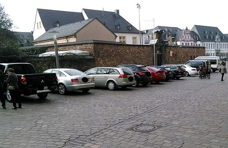 Kostenloser Parkplatz, wo überhaupt keiner ist: Auch der Domfreihof ist ein Eldorado für Park-Anarchos.