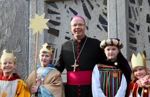 Bischof Ackermann hat die Sternsinger ausgesandt. Foto: Bistum Trier
