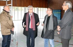 Lagebesprechung in Feyen: Ortsvorsteher Rainer Lehnart, Andreas Ludwig, Dr. Frank Simons und Jörg Cartus (v.l.).