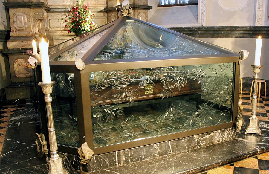 """Der """"Heilige Rock""""-Schrein im Trierer Dom."""