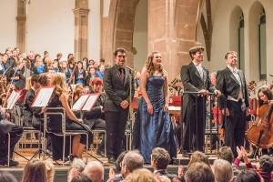 Tenor Philipp Farmand, Sopranistin Sophia Theodorides, Musikdirektor Mariano Chiacchiarini und Bariton Patrick Ruyters freuen sich über den Applaus.