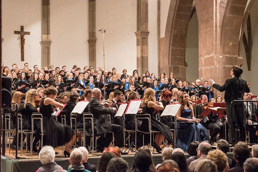 Ein gewaltiger und homogener Klangkörper: Das Collegium Musicum unter der Leitung von Musikdirektor Mariano Chiacchiarini. Alle Fotos: Rolf Lorig