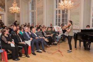 """Rabea Mein (Violine) und Ulrich Krupp (Klavier) intonieren den """"Elfentanz"""". Foto: Rolf Lorig"""