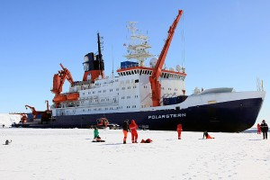 """Umweltmeteorologen der Universität Trier forschten bei einer zehnwöchigen Expedition mit dem Eisbrecher """"Polarstern"""" in der Antarktis. Foto: Günther Heinemann"""