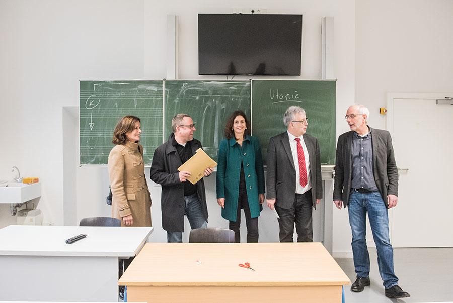Sie freuen sich über die Bereitstellung der neuen Räume: Helga Schneider-Gräfer, Frank Simons, Sonja Weber, Andreas Ludwig und Ralph Borschel. Foto: Rolf Lorig