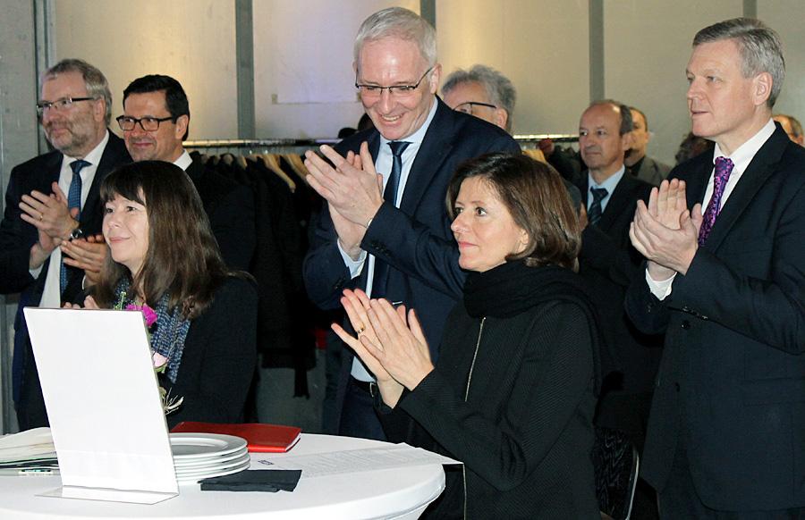 Applaus für die Arbeit der Stadtwerke Trier: Ministerin Ulrike Höfken, Oberbürgermeister Wolfram Leibe, Ministerpräsidentin Malu Dreyer und SWT-Chef Dr. Olaf Hornfeck am Montag in Kürenz.