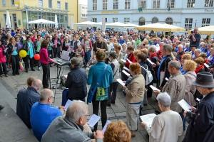 Sänger und Sängerinnen auf dem Kornmarkt. Foto: Veranstalter