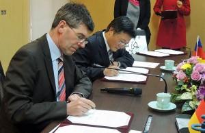 Die Chengchi University in Taipeh/Taiwan und die Universität Trier knüpfen ihre wis-senschaftlichen Bande enger: Das vereinbar-ten die Präsidenten Michael Jäckel und Edward H. Chow.