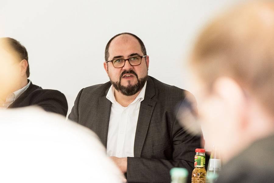 Zornig, erbost und hochemotional auf der Pressekonferenz: Thomas Egger. Foto: Rolf Lorig