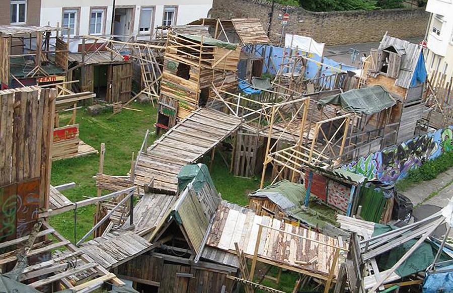 Auf dem Gelände von Tufatopolis könnte ein neues Schulgebäude entstehen.