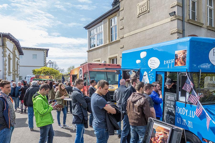 Rund 30 Anbieter standen mit ihren Trucks und mobilen Verkaufsständen auf dem Gelände in der Aachener Straße.