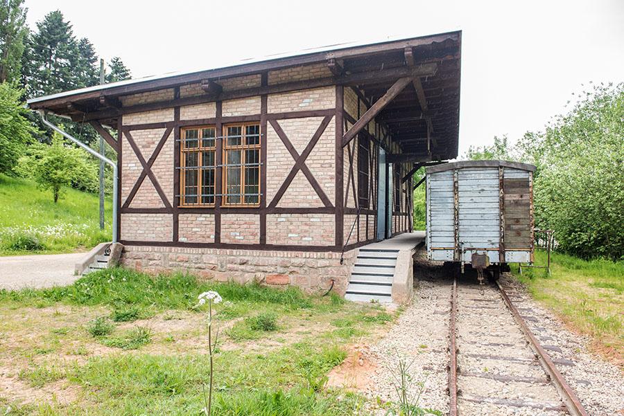 Ein neues Schmuckstück auf dem Roscheider Hof: Der Konzer Bahnhofsschuppen. Fotos: Rolf Lorig
