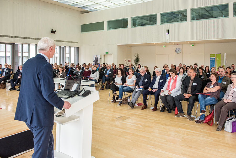 Oberbürgermeister Wolfram Leibe begrüßt die Teilnehmer der Fachtagung in der ERA. Fotos: Rolf Lorig