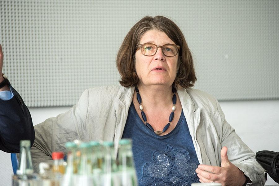 """""""Der höhere Aufwand und die höheren Kosten sind nicht zu rechtfertigen"""", sagt Angelika Birk (Grüne)."""
