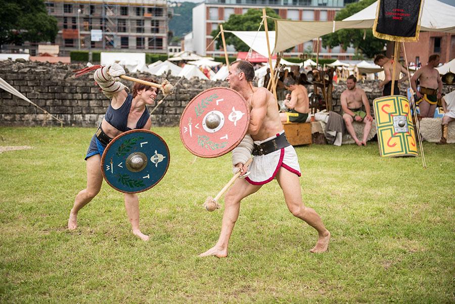 Auch Gladiatorenkämpfe stehen auf dem Programm. Fotos: Rolf Lorig