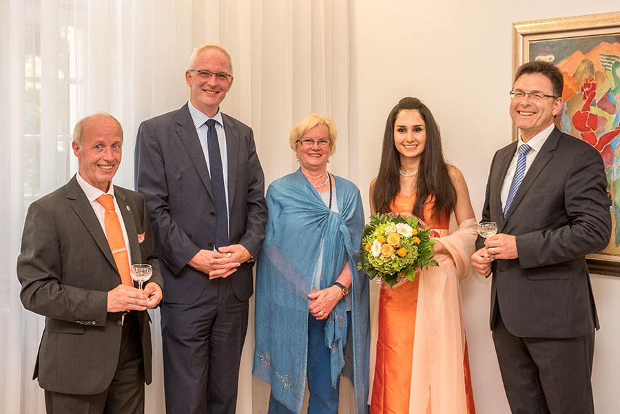 Freuen sich auf die gemeinsame Zeit mit Weinkönigin Ninorta: Peter Terges, Wolfram Leibe, Christel Monz und Schirmherr Norbert Friedrich. Foto: Rolf Lorig