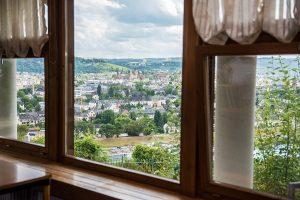 Ein traumhafter Ausblick aus dem Lokal auf die älteste Stadt Deutschlands.