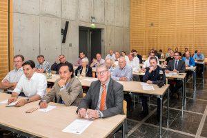 Konzentriert verfolgen die Zuhörer die Ausführungen der Referenten