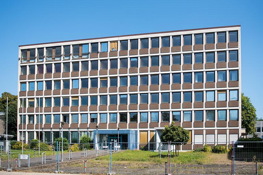 Sreht schon seit Jahren leer: Hier waren einst das Finanzamt und später die Staatsanwaltschaft untergebracht. Fotos: Rolf Lorig