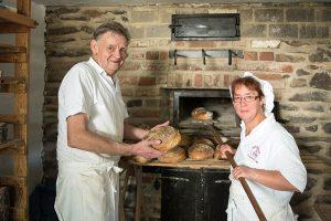 Über 60 Brote haben Hermann und Beatrix Philippi beim Kindertag gebacken.