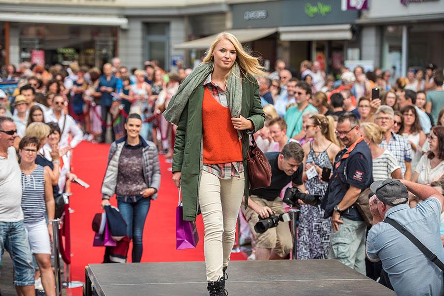 Schöne Aus- und Ansichten bei der Open Air-Modenschau im Rahmen der Fashion Days. Fotos: Rolf Lorig