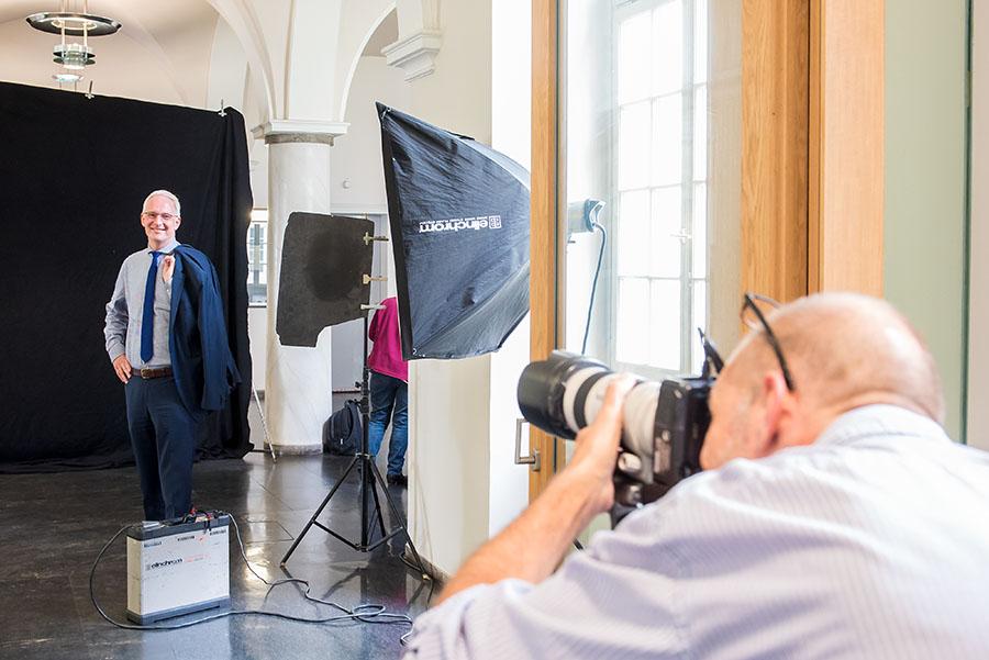 """Auch Oberbürgermeister Wolfram Leibe unterstützt die Aktion """"Flüchtlinge willkommen"""" mit seinem Bild. Fotos: Rolf Lorig"""