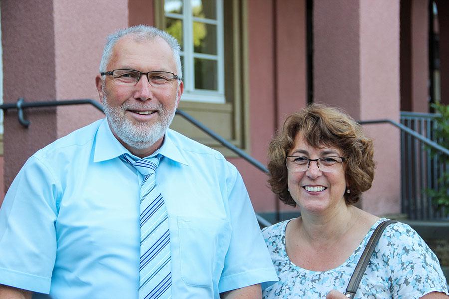 Die St. Maximin-Schule in Trier hat sich an Queks beteiligt. Hier mit Schulleiter Franz-Josef Becker und Lehrerin Sabine Joksch-Uhl. Fotos: Bischöfliche Pressestelle