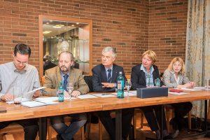 """Die FWG mit Sprecher Hermann Kleber (Mitte) fordert """"eine Strukturreform des Theaters ohne Denkverbote"""". Foto: Rolf Lorig"""