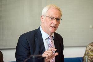 Will die Trennung vom Intendanten: Oberbürgermeister Wolfram Leibe. Foto: Rolf Lorig