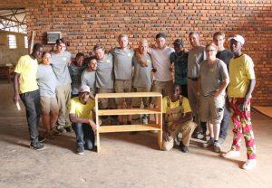 Halfen in Ruanda: junge Handwerker aus Trier.