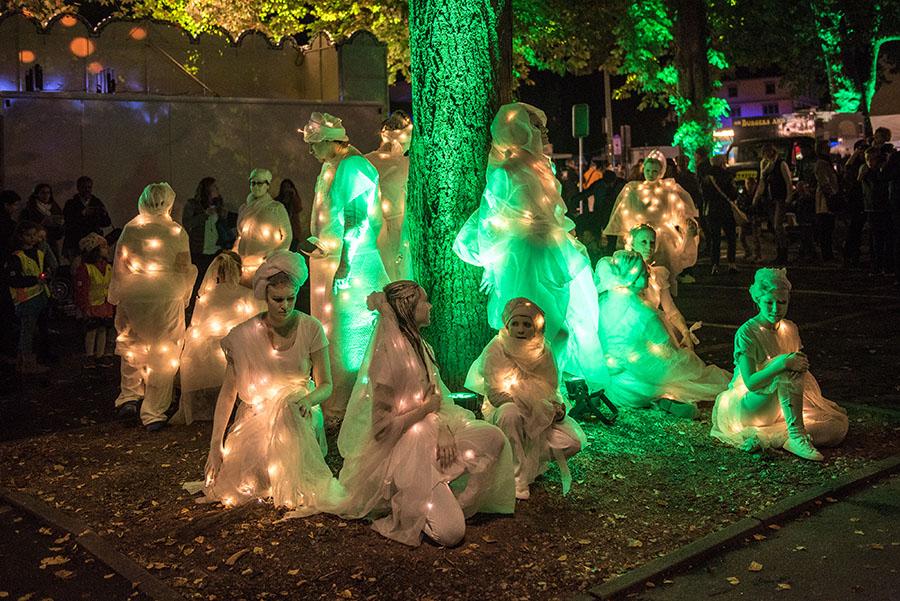 Fast unwirklich und doch real: Lichtgestalten auf der Illuminale. Fotos: Rolf Lorig