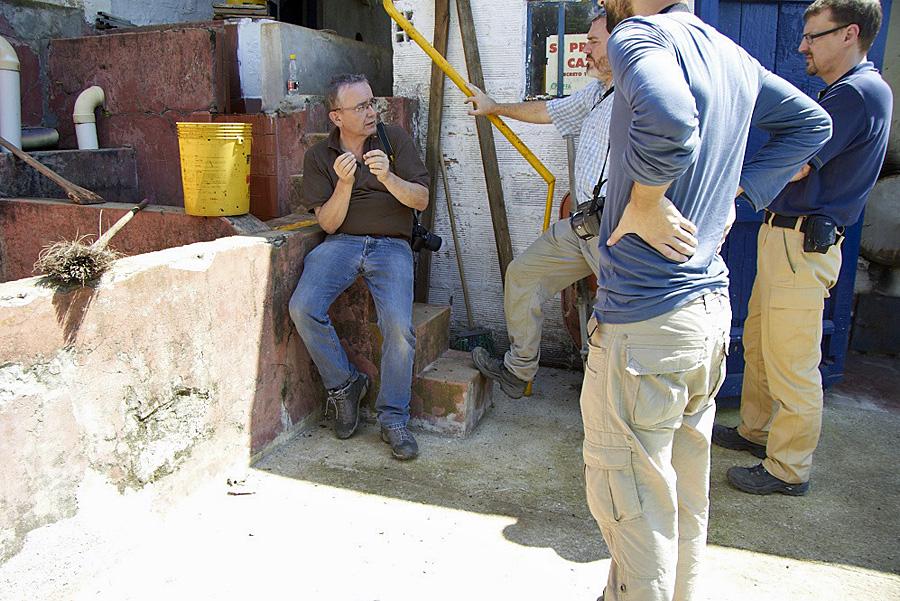 Informieren vor Ort in Kolumbien über den Kaffee-Anbau.