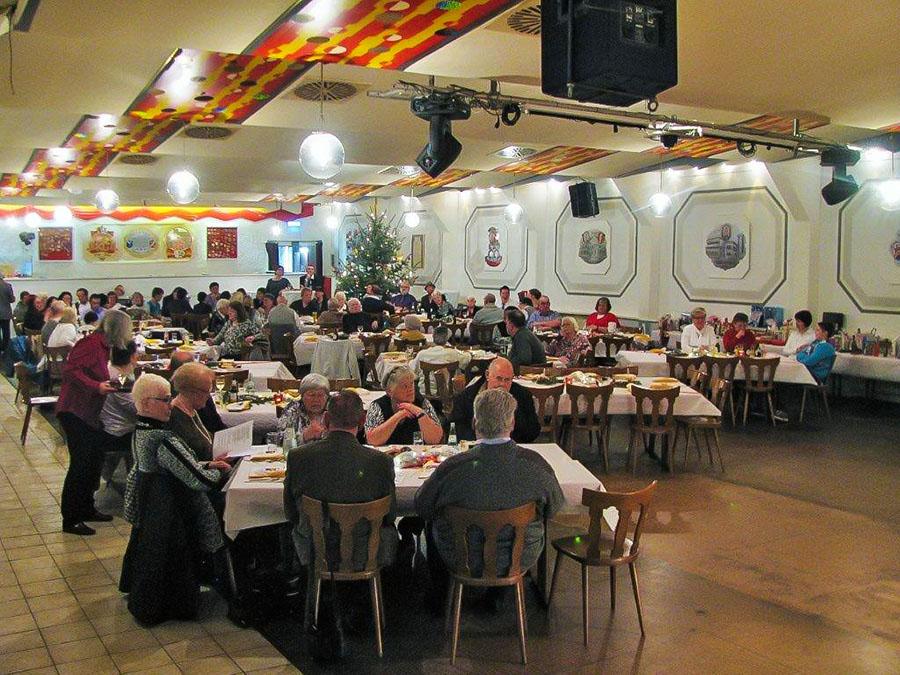 Die Festhalle am Bach bietet reichlich Raum für die Awo-Weihnachtsfeier.