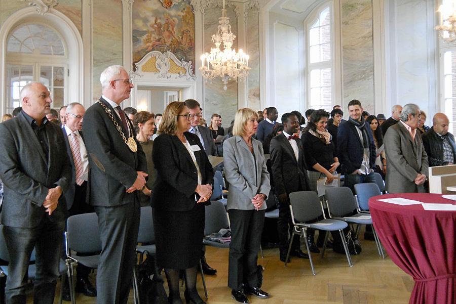 Die Nationalhymne beendete die feierliche Zeremonie. Foto: Willi Rausch