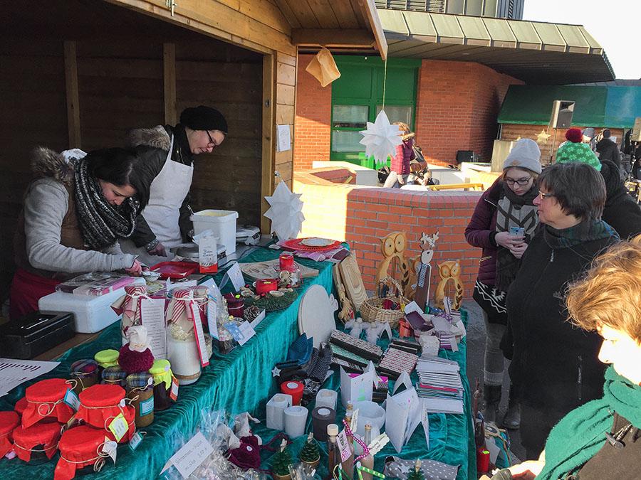 Zusammen mit dem Haus Elisabeth bieten die Caritas-Werkstätten selbstgefertigte weihnachtliche Präsente an. Fotos: Rolf Lorig