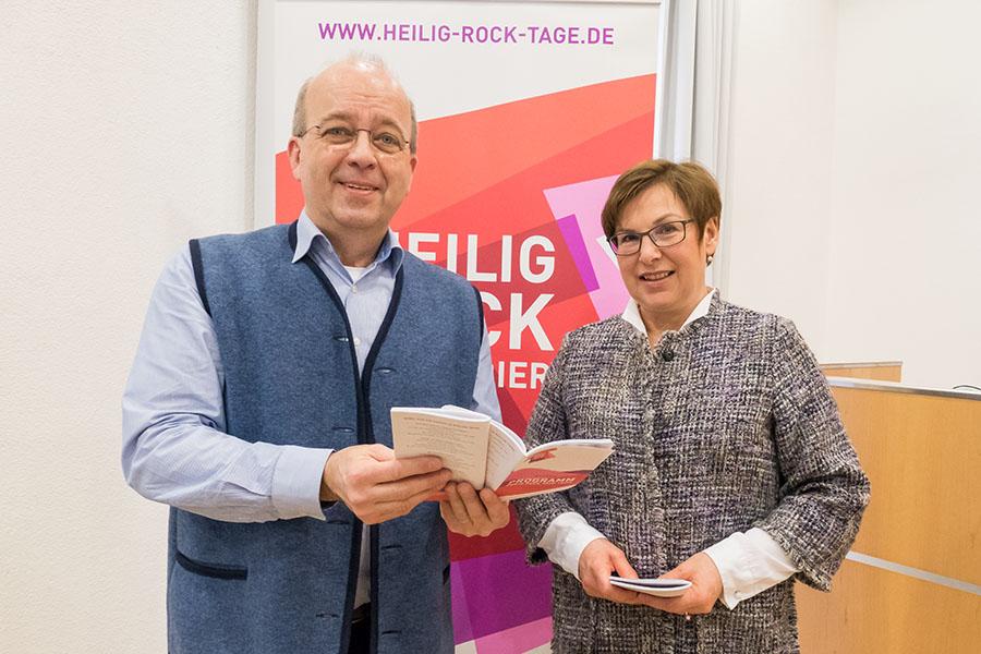 Sie freuen sich auf die kommenden Heilig-Rock-Tage: Wolfgang Meyer und Michaela Tholl. Fotos: Rolf Lorig