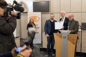 Vertreter aller Medien begleiteten wie hier bei Andre Legenhausen die Verleihung der Auszeichnungen.